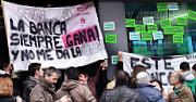 PAH i veïnes solidàries es concentren a Caixa Laietana, a Gramenet, per donar suport a una familia que reclama la dació en pagament